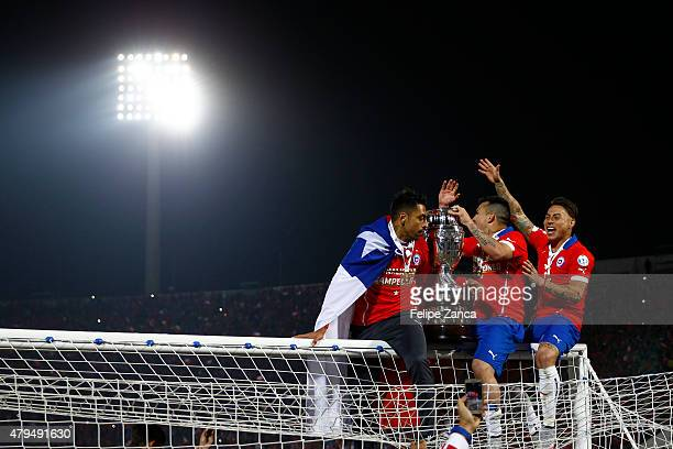 Gary Medel and Eduardo Vargas of Chile celebrate with the trophy after the 2015 Copa America Chile Final match between Chile and Argentina at...