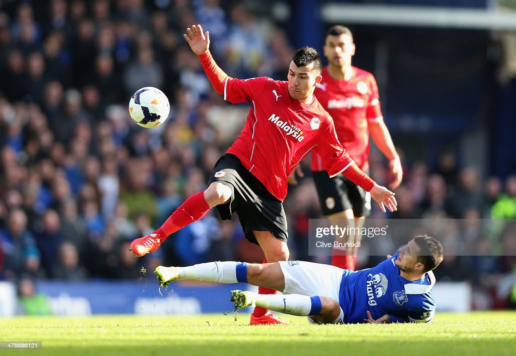 <a gi-track='captionPersonalityLinkClicked' href=/galleries/search?phrase=Gary+Medel&family=editorial&specificpeople=4123504 ng-click='$event.stopPropagation()'>Gary Medel</a> of Cardiff City in action with <a gi-track='captionPersonalityLinkClicked' href=/galleries/search?phrase=Kevin+Mirallas&family=editorial&specificpeople=745704 ng-click='$event.stopPropagation()'>Kevin Mirallas</a> of Everton during the Barclays Premier League match between Everton and Cardiff City at Goodison Park on March 15, 2014 in Liverpool, England.