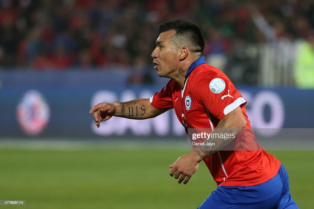 <a gi-track='captionPersonalityLinkClicked' href=/galleries/search?phrase=Gary+Medel&family=editorial&specificpeople=4123504 ng-click='$event.stopPropagation()'>Gary Medel</a> of Chile celebrates after scoring the fourth goal of his team during the 2015 Copa America Chile Group A match between Chile and Bolivia at Nacional Stadium on June 19, 2015 in Santiago, Chile.