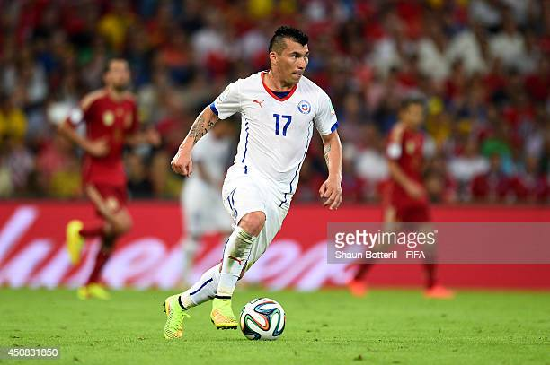 Gary Medel of Chile controls the ball during the 2014 FIFA World Cup Brazil Group B match between Spain and Chile at Estadio Maracana on June 18 2014...