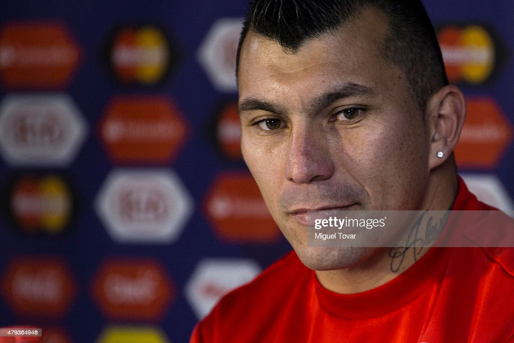 <a gi-track='captionPersonalityLinkClicked' href=/galleries/search?phrase=Gary+Medel&family=editorial&specificpeople=4123504 ng-click='$event.stopPropagation()'>Gary Medel</a> of Chile looks on during a press conference at Nacional Stadium on July 03, 2015 in Santiago, Chile. Chile will face Argentina in the final match as part of 2015 Copa America Chile on July 04.