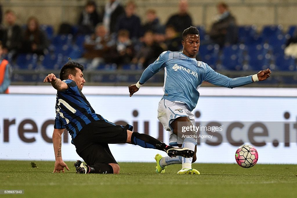 Gary Medel (L) of FC Inter competes with Balde Keita (R) of SS Lazio during the Serie A match between SS Lazio and FC Internazionale Milano at Stadio Olimpico on May 1, 2016 in Rome, Italy.