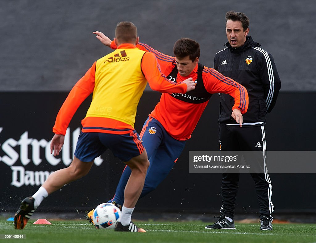 <a gi-track='captionPersonalityLinkClicked' href=/galleries/search?phrase=Gary+Neville&family=editorial&specificpeople=171409 ng-click='$event.stopPropagation()'>Gary Neville</a>, manager of Valencia CF gives instructions during a training session ahead of Wednesday's Copa del Rey Semi Final, second leg match between Valencia CF and FC Barcelona at Paterna Training Centre on February 9, 2016 in Valencia, Spain.