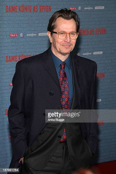 Gary Oldman arrives for the German premiere of the film 'Dame Koenig As Spion' at Kino International on January 24 2012 in Berlin Germany The film...