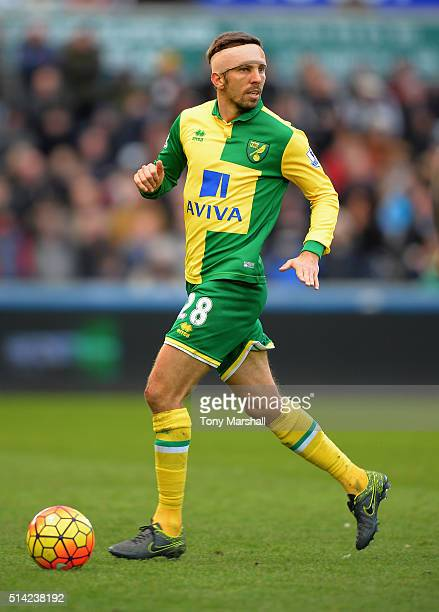 Gary O'Neil of Norwich City during the Barclays Premier League match between Swansea City and Norwich City at Liberty Stadium on March 5 2016 in...