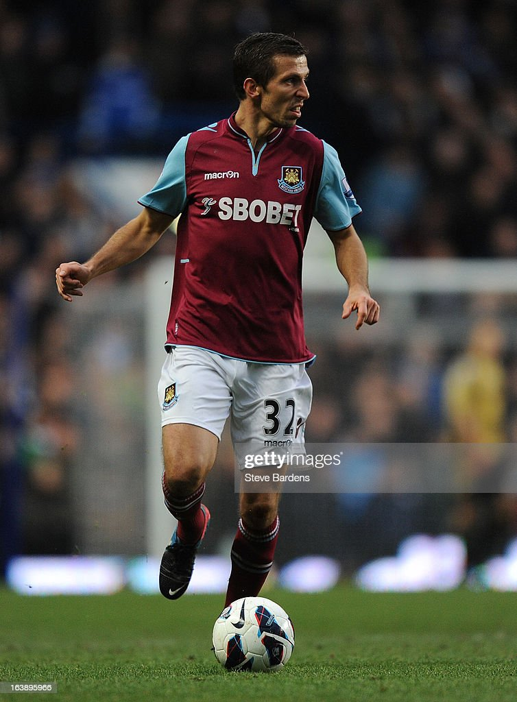 Gary O'Neil of West Ham United in action during the Barclays Premier League match between Chelsea and West Ham United at Stamford Bridge on March 17, 2013 in London, England.
