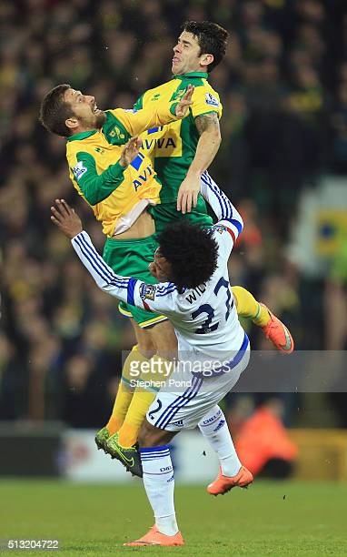 Gary O'Neil Robbie Brady of Norwich City and Willian of Chelsea collide during the Barclays Premier League match between Norwich City and Chelsea at...