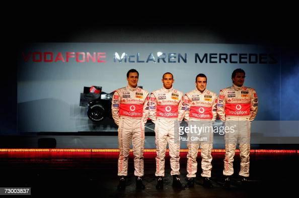 ¿Cuánto mide Lewis Hamilton? - Estatura y peso - Real height Gary-paffett-lewis-hamilton-fernando-alonsoand-pedro-de-la-rosa-pose-picture-id73003837?s=594x594
