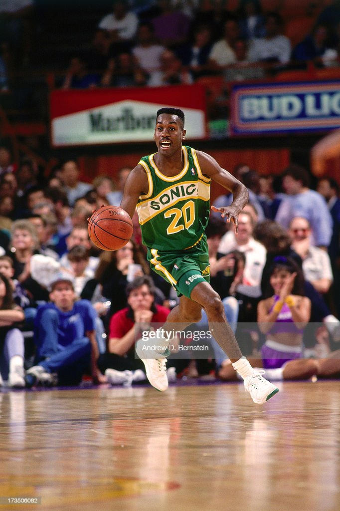 Gary Payton #20 of the Seattle SuperSonics advances the ball against the Los Angeles Lakers during a game played at the Great Western Forum in Los Angeles, California circa 1991.
