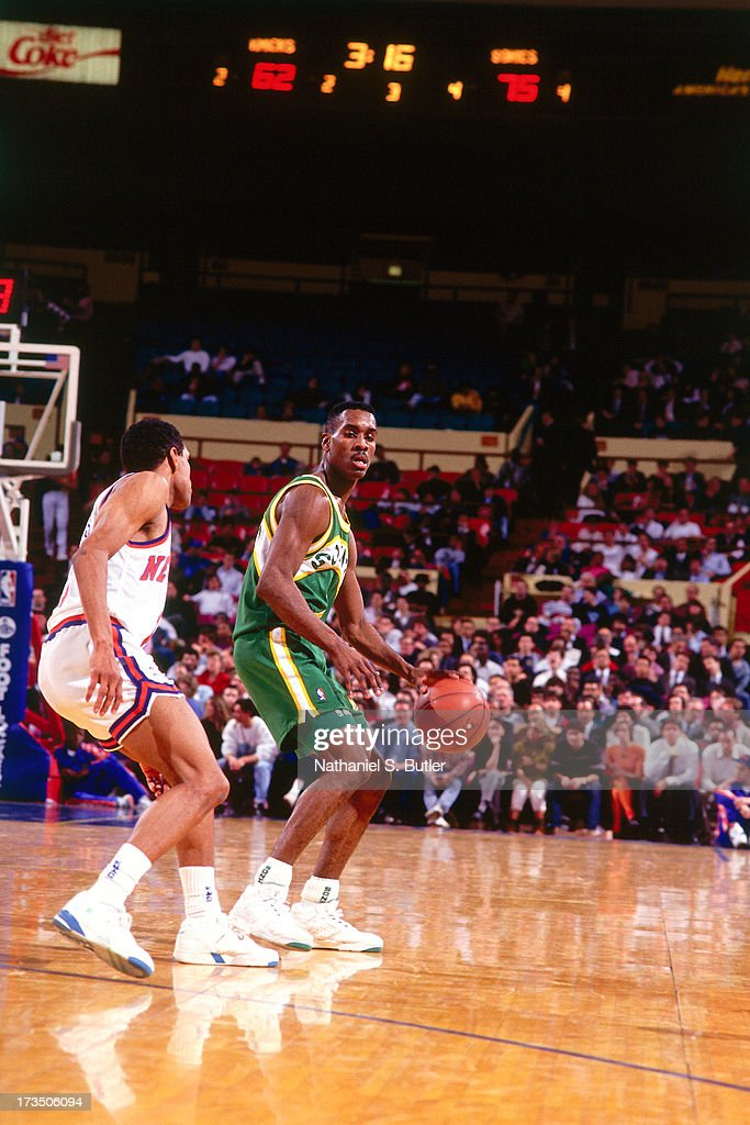 Gary Payton #2 of the Seattle SuperSonics handles the ball against the New York Knicks during a game played at the Madison Square Garden in New York, New York circa 1991.