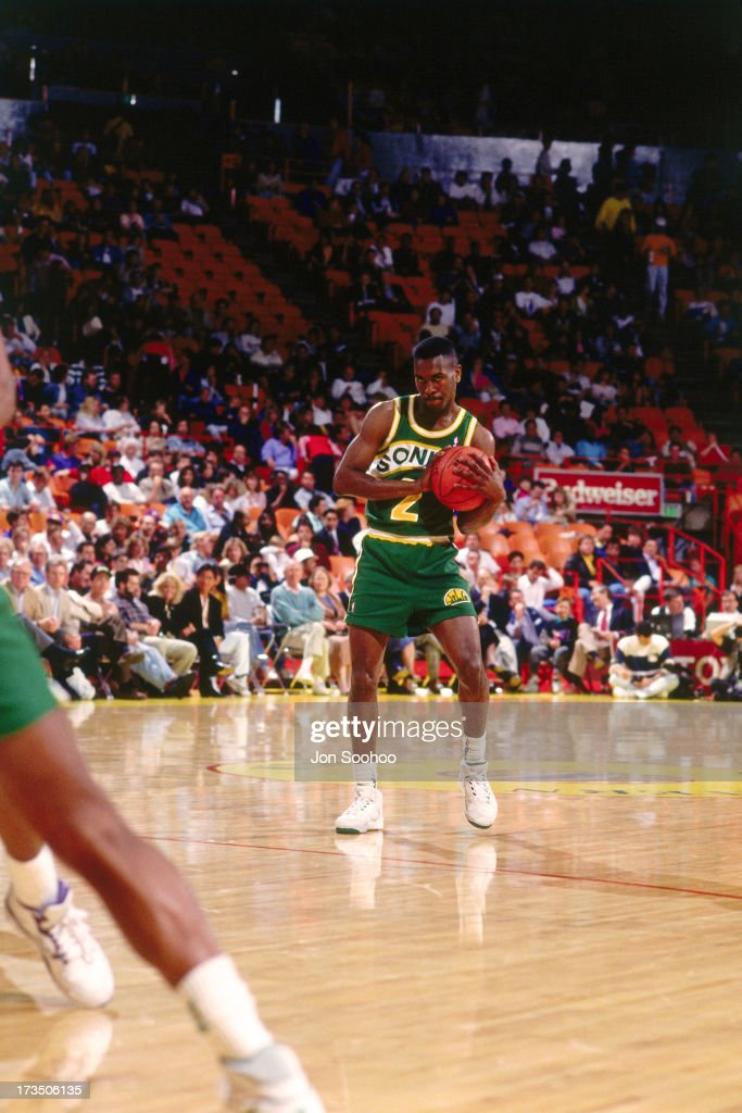 Gary Payton #2 of the Seattle SuperSonics handles the ball against the Los Angeles Lakers during a game played at the Great Western Forum in Los Angeles, California circa 1991.