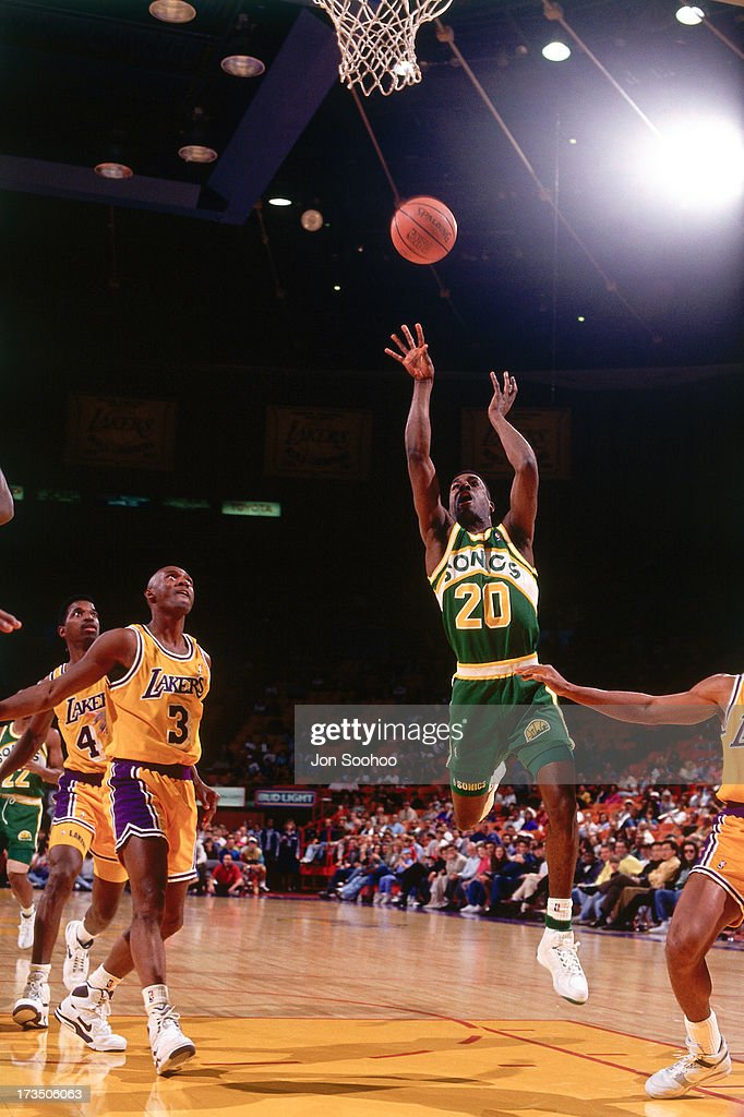 Gary Payton #20 of the Seattle SuperSonics shoots against the Los Angeles Lakers during a game played at the Great Western Forum in Los Angeles, California circa 1991.
