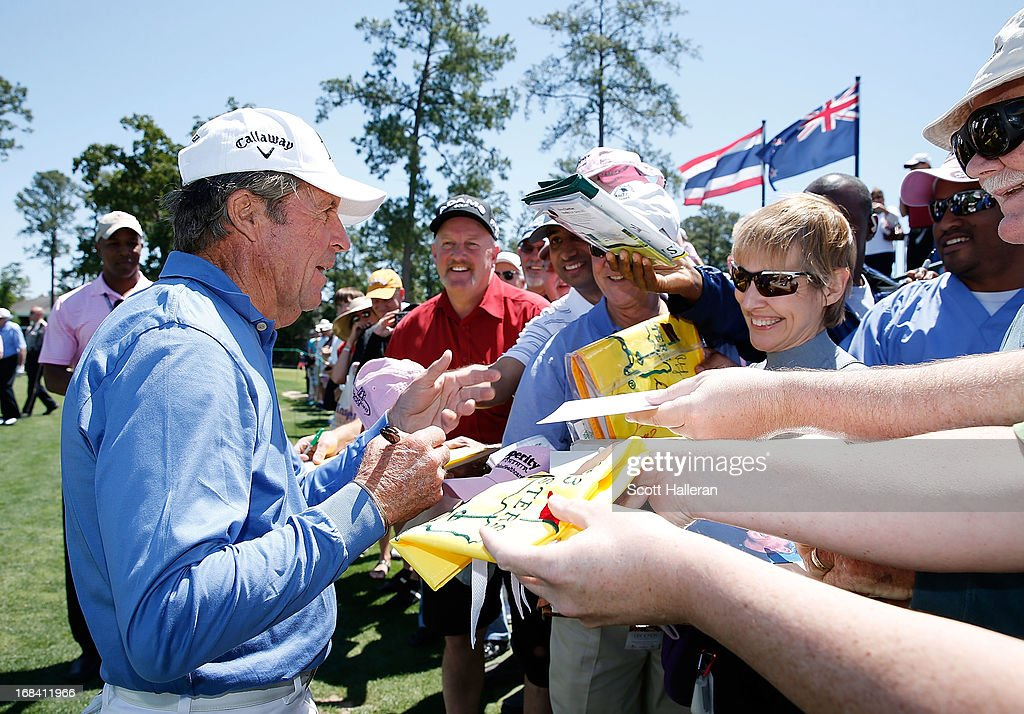 <a gi-track='captionPersonalityLinkClicked' href=/galleries/search?phrase=Gary+Player&family=editorial&specificpeople=203189 ng-click='$event.stopPropagation()'>Gary Player</a> of South Africa signs autographs for fans during the Greats of Golf exhibition at the Insperity Championship at the Woodlands Country Club on May 4, 2013 in Woodlands, Texas.