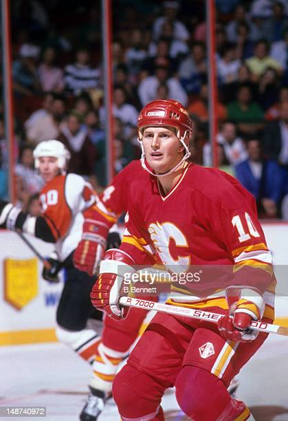 Gary Roberts of the Calgary Flames skates on the ice during an NHL game against the Philadelphia Flyers on October 15 1989 at the Spectrum in...
