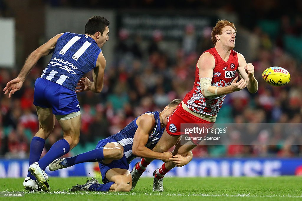 Gary Rohan of the Swans handpasses during the round 10 AFL match between the Sydney Swans and the North Melbourne Kangaroos at Sydney Cricket Ground on May 27, 2016 in Sydney, Australia.