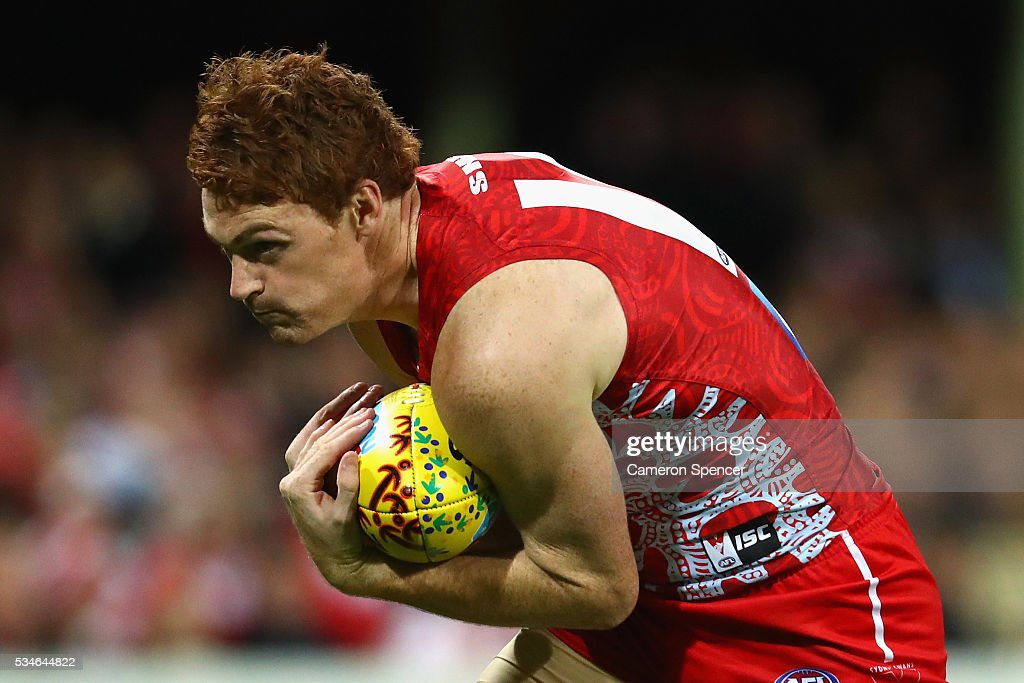 Gary Rohan of the Swans marks during the round 10 AFL match between the Sydney Swans and the North Melbourne Kangaroos at Sydney Cricket Ground on May 27, 2016 in Sydney, Australia.