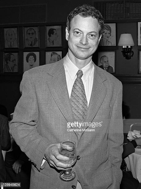 Gary Sinise poses for a photo at the Tony Award Nominations in 1996 in New York City New York
