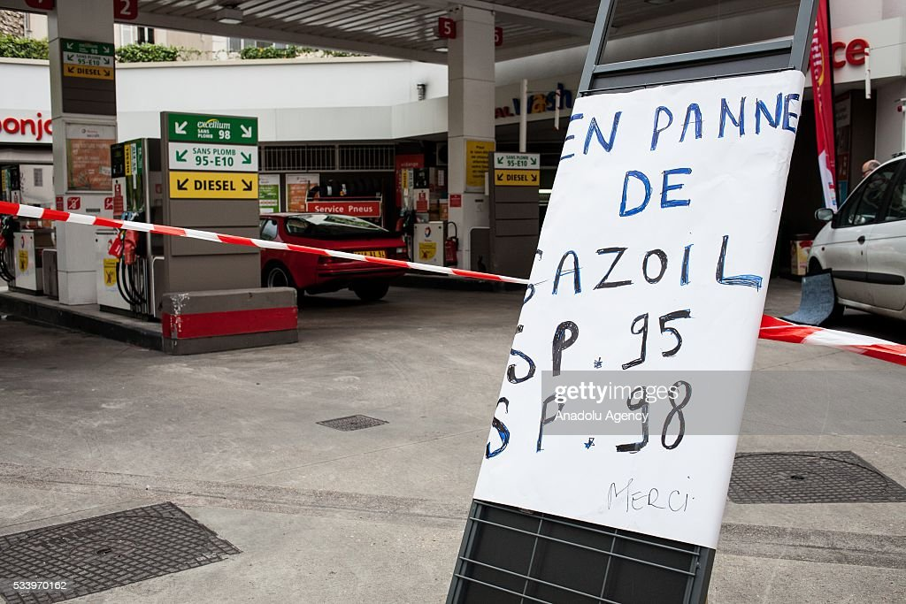 A gas station affected by the strikes against the government's proposed labour law reforms, causing fuel shortages, in Paris, France on May 24, 2016. Protesters have disrupted supply lines from oil distribution depots in Normandy over proposed new labor reforms, causing fuel shortages in western France, local media reported Saturday. Some petrol stations in the country were affected after protesters blocked main roads through which oil products get shipped.
