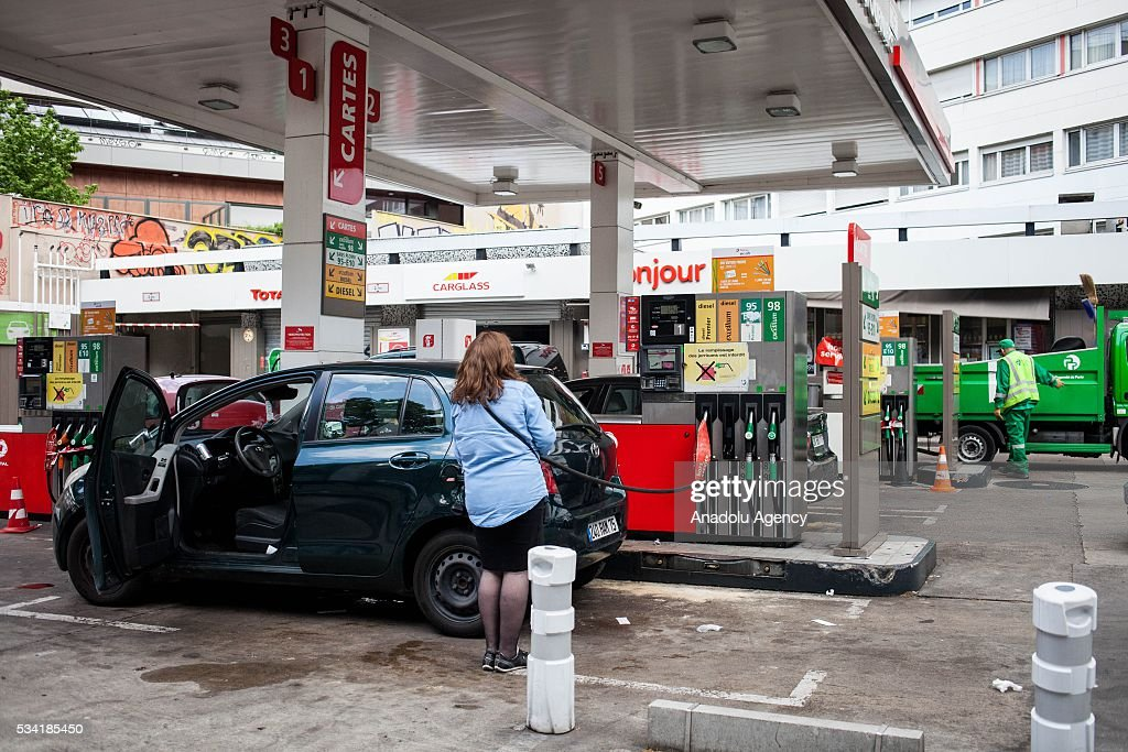 A gas station affected by the strikes against the government's proposed labour law reforms, causing fuel shortages, in Paris, France on May 25, 2016. Protesters have disrupted supply lines from oil distribution depots in Normandy over proposed new labor reforms, causing fuel shortages in western France, local media reported Saturday. Some petrol stations in the country were affected after protesters blocked main roads through which oil products get shipped.