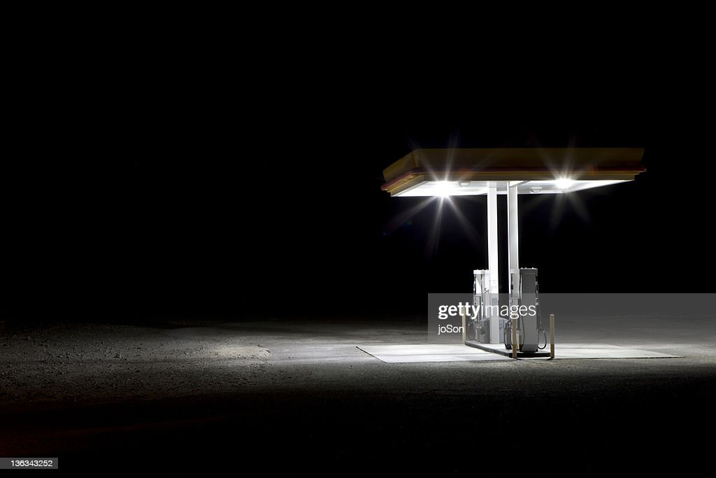 Gas station in desert at night : Stock-Foto