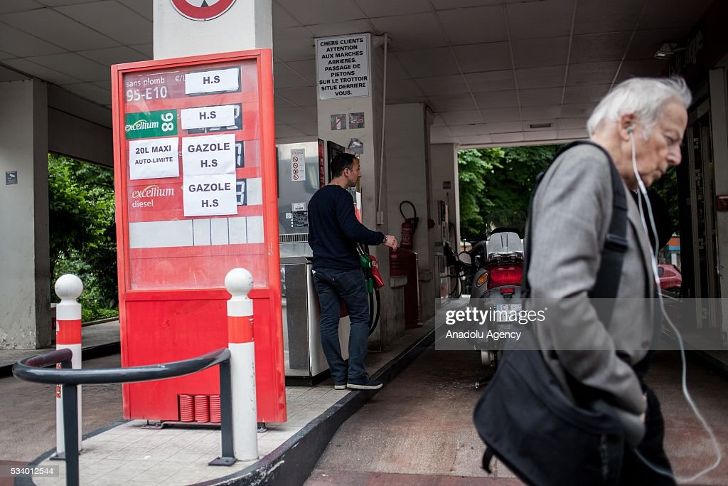 A gas station is out of service due to the strikes against the government's proposed labour law reforms, in Paris, France on May 24, 2016. Protesters have disrupted supply lines from oil distribution depots in Normandy over proposed new labor reforms, causing fuel shortages in western France, local media reported Saturday. Some petrol stations in the country were affected after protesters blocked main roads through which oil products get shipped.