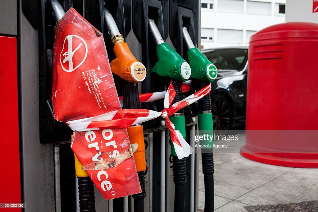 A gas station is out of service due to the strikes against the government's proposed labour law reforms, in Paris, France on May 25, 2016. Protesters have disrupted supply lines from oil distribution depots in Normandy over proposed new labor reforms, causing fuel shortages in western France, local media reported Saturday. Some petrol stations in the country were affected after protesters blocked main roads through which oil products get shipped.