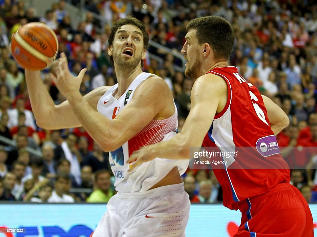 Gasol (L) of Spain is in action during the EuroBasket 2015 group B match between Spain and Serbia at Mercedes-Benz Arena in Berlin, Germany on September 5, 2015.