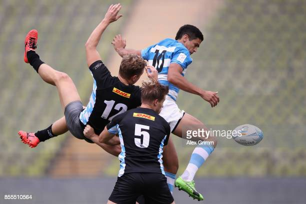 Gaston Arias of Argentina is challenged by Tim Lichtenberg and Leon Hees of Germany during the match between Argentina and Germany on Day 1 of the...