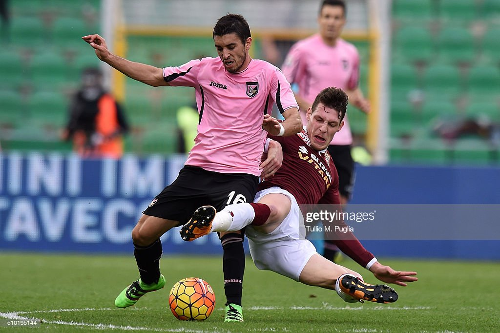 Gaston Brugman of Palermo and Andrea Belotti of Torino compete for the ball during the Serie A match between US Citta di Palermo and Torino FC at...