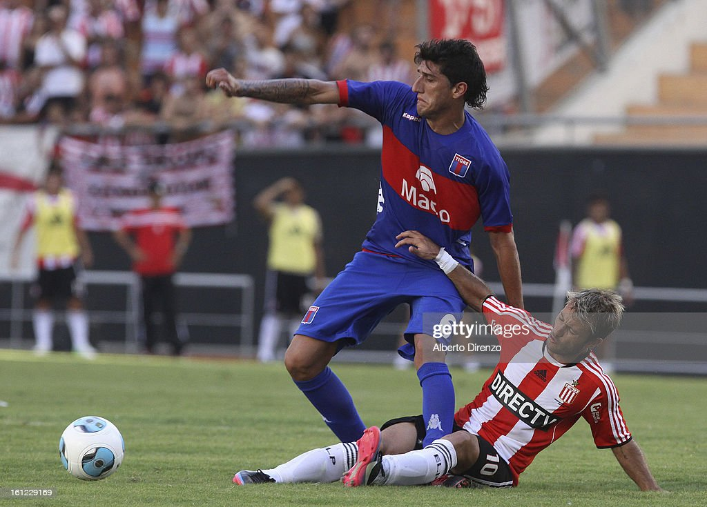 <a gi-track='captionPersonalityLinkClicked' href=/galleries/search?phrase=Gaston+Fernandez&family=editorial&specificpeople=675705 ng-click='$event.stopPropagation()'>Gaston Fernandez</a> fight for the ball with Gabriel Peñalba during a match between Estudiantes and Tigre as part of the 2013 Final Tournament on February 9, 2013 in La Plata, Argentina.