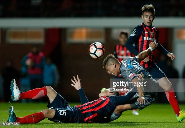 Gaston Nicolas Reniero of San Lorenzo fights for the ball with Marlon Mauricio Mejia of Emelec during a second leg match between San Lorenzo and...