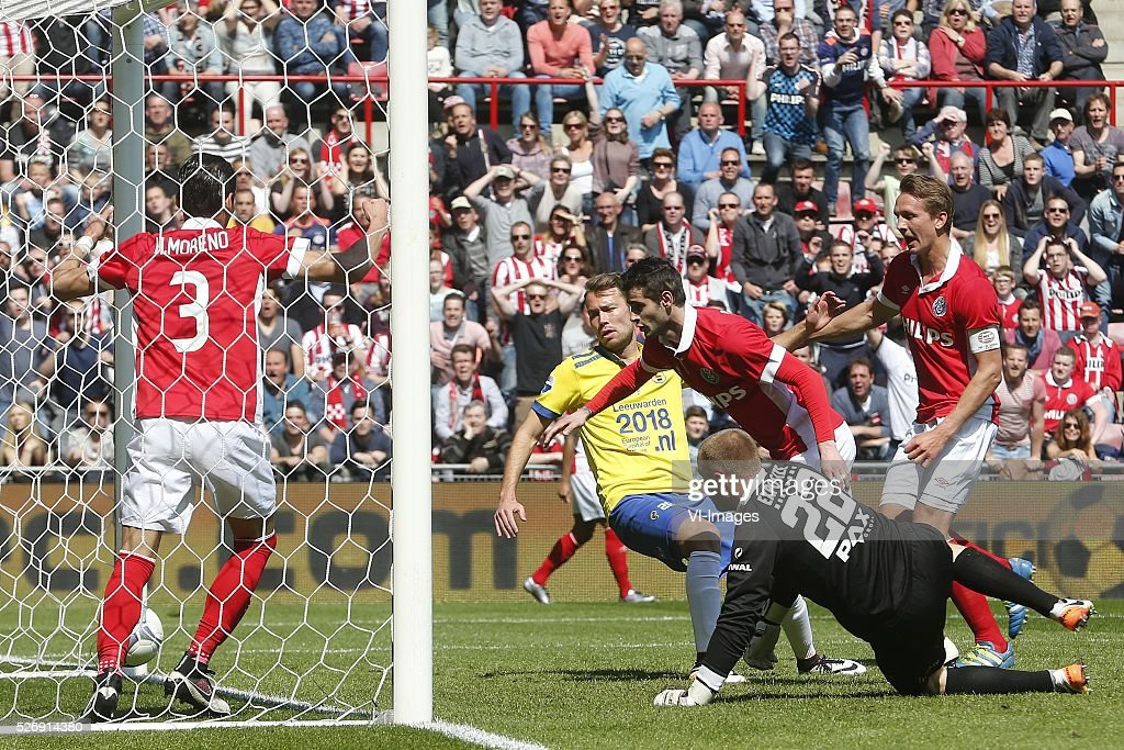 Gaston Pereiro of PSV (3R), Leonard Nienhuis of SC Cambuur (2R), Luuk de Jong of PSV (R) during the Dutch Eredivisie match between PSV Eindhoven and SC Cambuur Leeuwarden at the Phillips stadium on May 01, 2016 in Eindhoven, The Netherlands