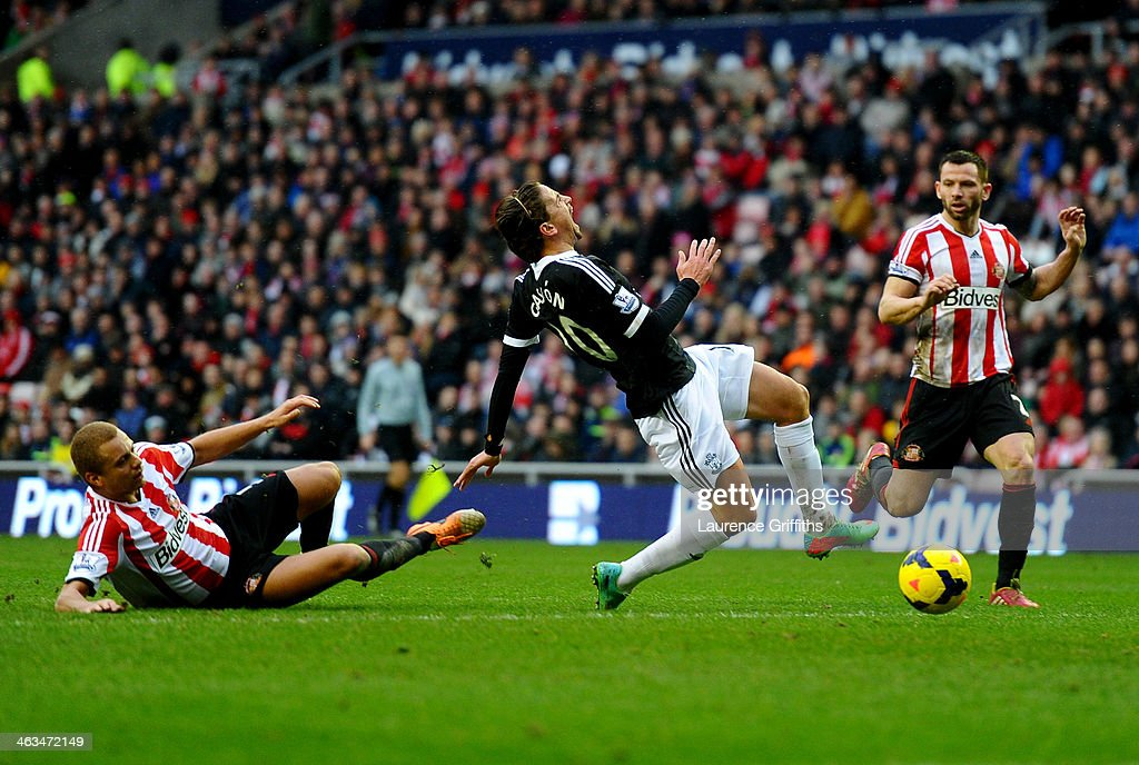 Gaston Ramirez of Southampton is challenged by <a gi-track='captionPersonalityLinkClicked' href=/galleries/search?phrase=Wes+Brown+-+Soccer+Player&family=editorial&specificpeople=201876 ng-click='$event.stopPropagation()'>Wes Brown</a> of Sunderland during the Barclays Premier League match between Sunderland and Southampton at Stadium of Light on January 18, 2014 in Sunderland, England.