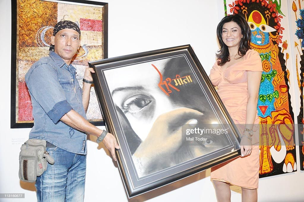 Gautam Patole and Sushmita Sen at 'I Am' Foundation's charity art event in Mumbai on April 21 2011