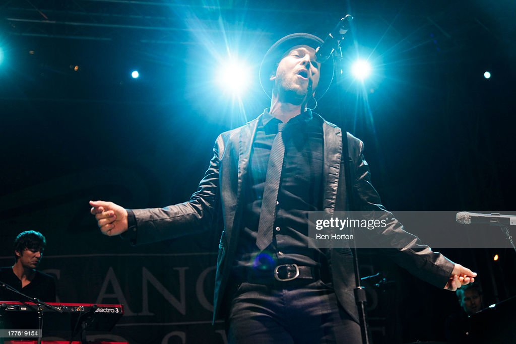 Gavin DeGraw performs at LEXUS Live on Grand hosted by Curtis Stone at the third annual Los Angeles Food & Wine Festival on August 24, 2013 in Los Angeles, California.