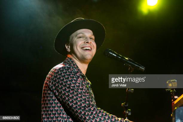 Gavin Degraw performs on stage at Sala Bikini on May 22 2017 in Barcelona Spain