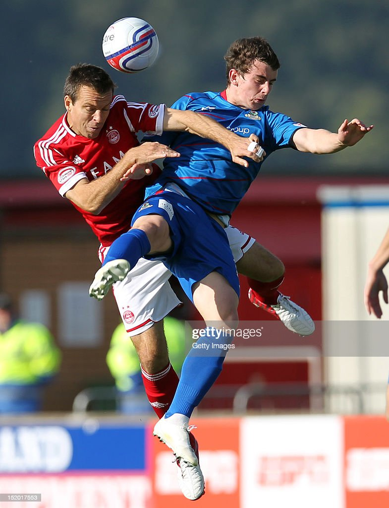 Gavin Rae of Aberdeen competes with Aaron Doran of Inverness Caledonian Thistle during the Clydesdale Bank Scottish Premier League match on September 15, 2012 in Inverness, Scotland.