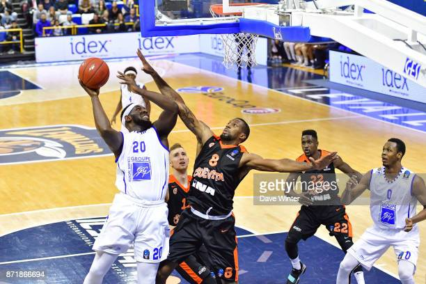 Gavin Ware of Levallois and Demetris Nichols of Cedevita Zagreb during the EuropCup match between Levallois Metropolitans and Cedevita Zagreb at...