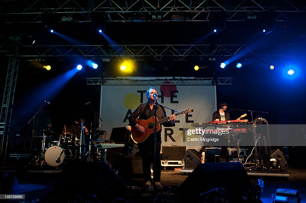 <a gi-track='captionPersonalityLinkClicked' href=/galleries/search?phrase=Gaz+Coombes&family=editorial&specificpeople=214783 ng-click='$event.stopPropagation()'>Gaz Coombes</a> performs on stage during Apple Cart Festival at Victoria Park on June 3, 2012 in London, United Kingdom.