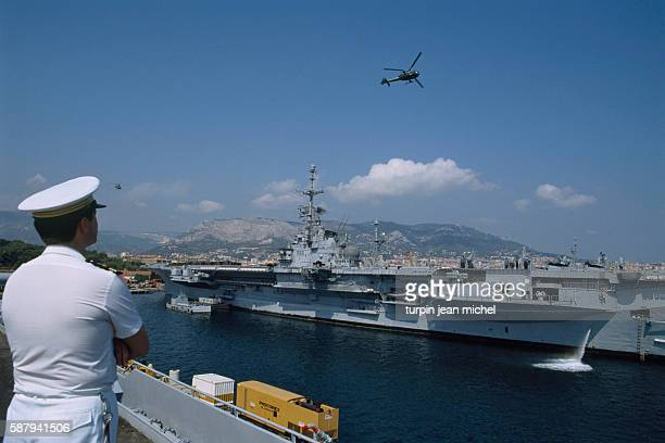 Gazelle helicopters arrive on board aircraft carrier Clemenceau in preparation for departure in direction of the Persian Gulf during the Iraq/Kuwait...
