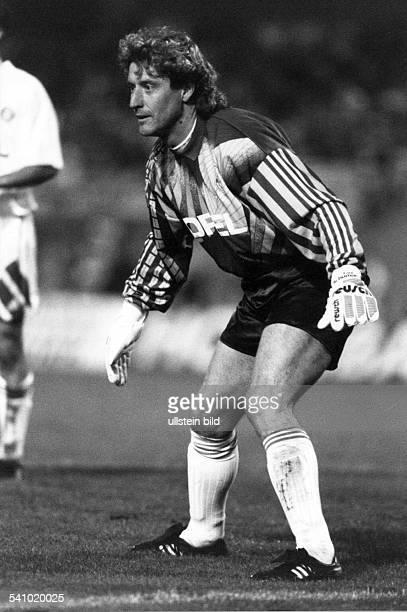 geboren 1954 Torwart beim 1 FC Köln FCBayern München Galatasaray IstanbulTorwart der NationalmannschaftTeilnahme an den Weltmeisterschaften 1982in...