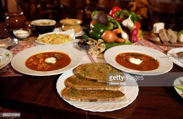 Essen am tisch stock photos and pictures getty images for Tisch essen