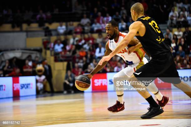 Gedeon Pitard of Chalon Jean Salumu of Oostende during the FIBA Europe Cup match semi final second leg between Elan Chalon sur Saone and BC Oostende...