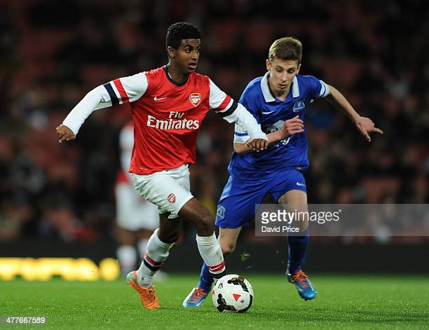 Gedion Zelalem of Arsenal holds off Joe Williams of Everton during the match between Arsenal and Everton in the FA Youth Cup 6th Round at Emirates...