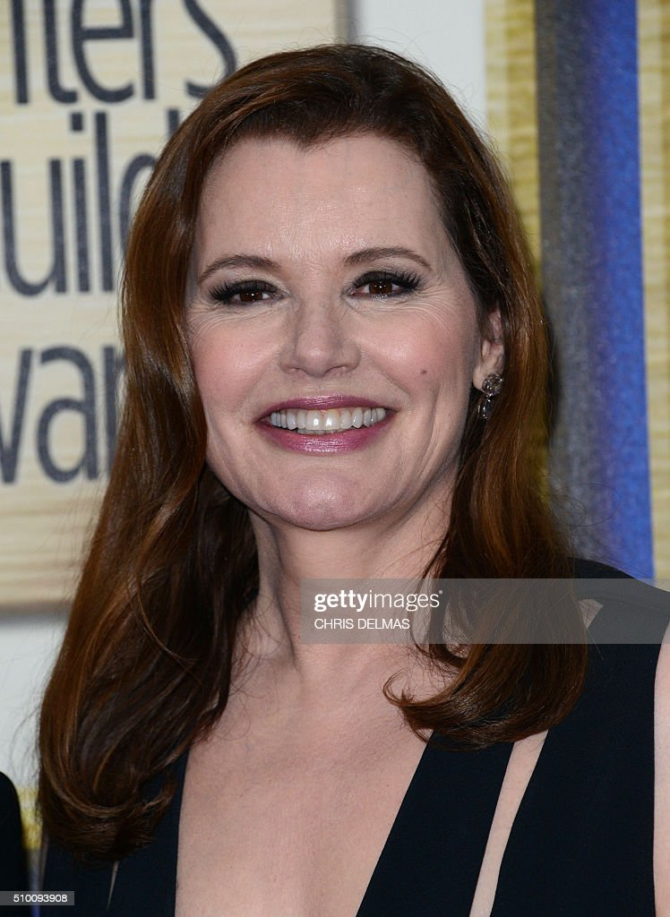 Geena Davis poses in the press room at the Writers Guild Awards, in Century City, California, February 13, 2016. / AFP / CHRIS DELMAS