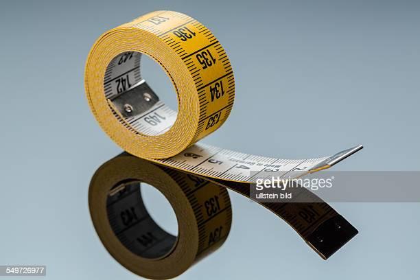 Gelbes Maßband Symbolfoto für Diät Kontrolle und Präzision