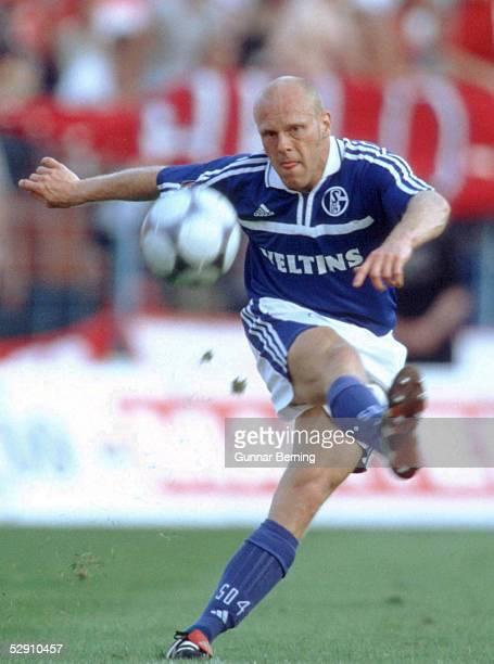 1 BUNDESLIGA 00/01 Gelsenkirchen FC SCHALKE 04 1 FC KOELN 21 Yves EIGENRAUCH/SCHALKE