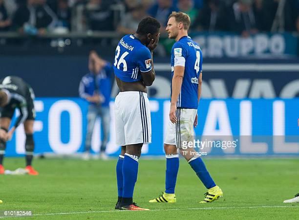Gelsenkirchen Germany 1Bundesliga 4 Spieltag FC Schalke 04 1FC Koeln 13 Breel Embolo und Benedikt Hoewedes nach der 13 niederlage