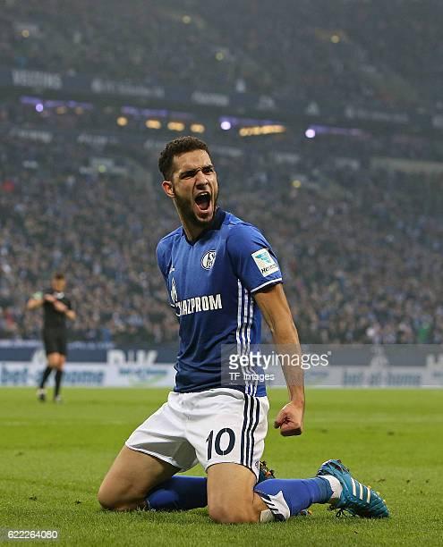 Gelsenkirchen Germany 1Bundesliga 8 Spieltag FC Schalke 04 1 FSV Mainz 05 Jubel Torschuetze Nabil Bentaleb Schalke zum Tor zum 10'n
