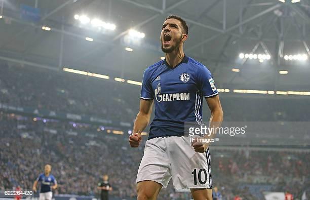 Gelsenkirchen Germany 1Bundesliga 8 Spieltag FC Schalke 04 1 FSV Mainz 05 Jubel Torschuetze Nabil Bentaleb Schalke zum Tor zum 10